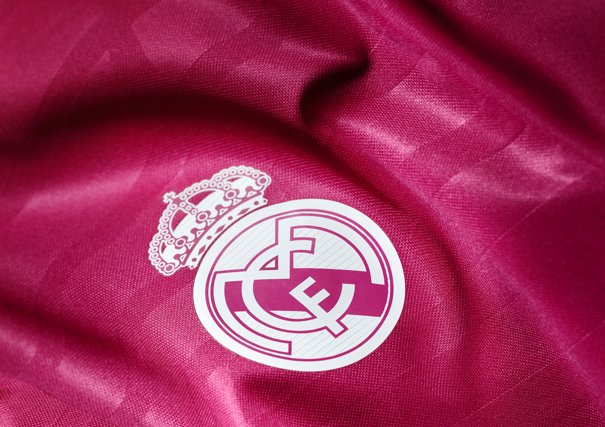 adidas-real-madrid-away-kit-crest