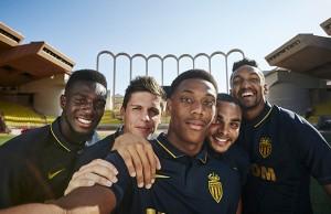 Nike-ASM-Selfie-maillot-exterieur