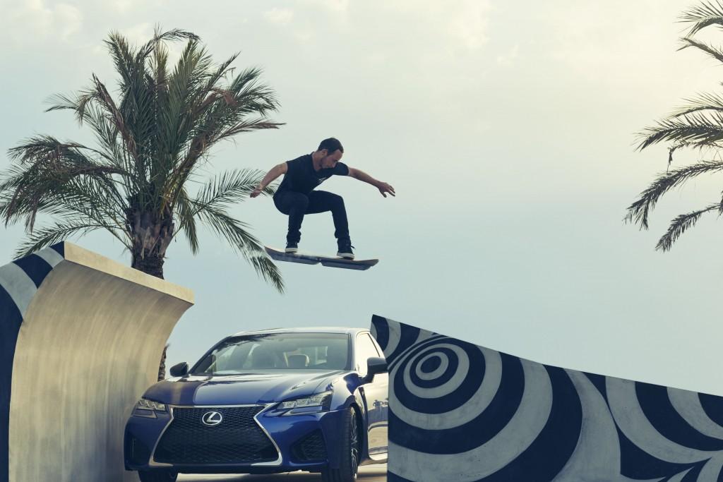 Ross Mc Gouran saute au dessus de la Lexus RCF