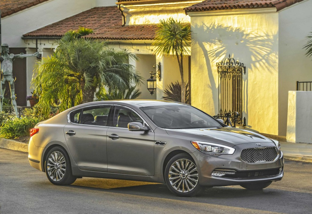 2016-kia-k900-luxury-sedan-3-HR