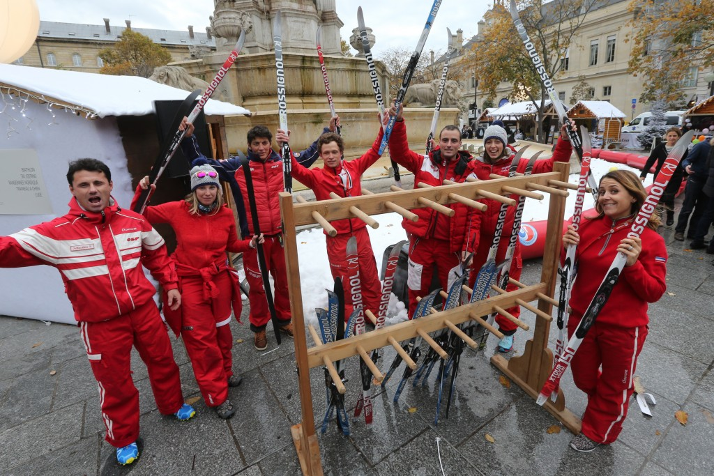 Photo :Thierry Guillot. 17 novembre 2016.Paris . Place St Sulpice. Opération de promotion de France Montagne -Saint Germain des Neiges-Moniteurs ESF