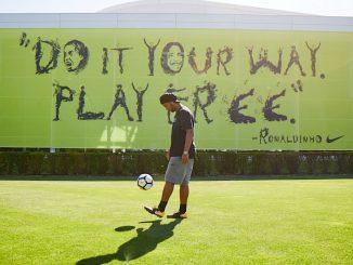 Ronaldinho - PlayFree - Nike Football