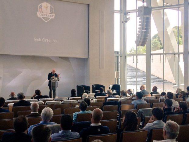 Erik Orsenna à la tribune du Forum Ryder Cup Golf et Santé (Auditorium de la Fondation Louis Vuitton)